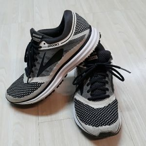 Brooks Revel tennis rubber shoes  sz 8.5